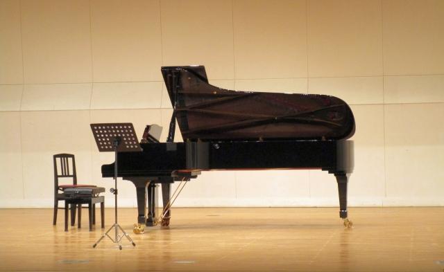 世界最高峰と言われるコンサートグランドピアノのイメージ写真