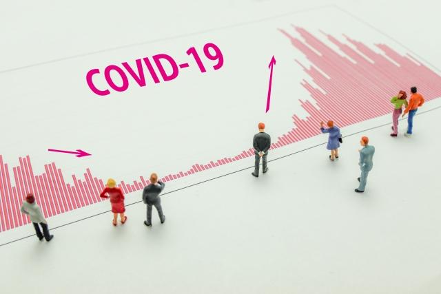 全国的に増加しつつある新型コロナウイルスの感染者数