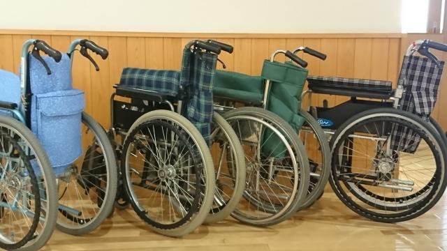 介護施設で使用される車いすイメージ画像
